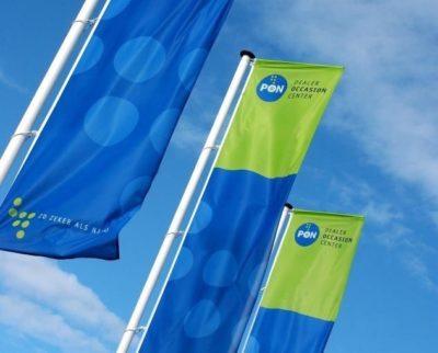 Rechte Banieren Aan Mast Vlaggen Buitenreclame